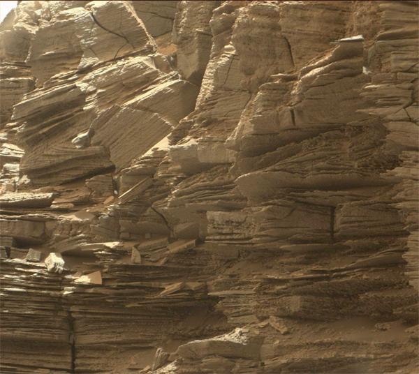 Rochas em camadas finas - Marte.
