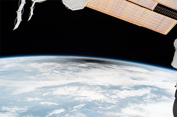 A sombra da Lua na Terra a partir da ISS.